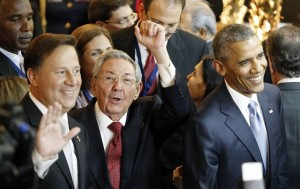 Panama's President Juan Carlos Varela (L), Cuba's President Raul Castro (C) and U.S. President Barack Obama (R) react during the opening ceremony of the 7th Summit of the Americas, in Panama City, Panama, April 10, 2015. (Xinhua/Santiago Armas) (zjy)