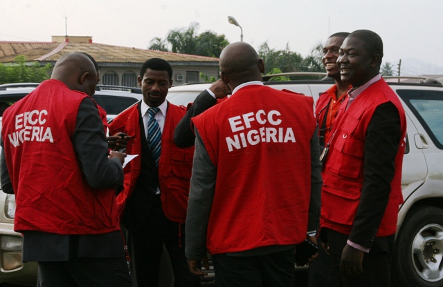 Wpid Efcc Operatives Outside Ibadan High Court Oyo State