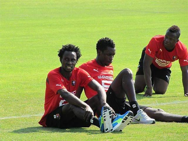 Wpid Ghana Defender With Burkinabe Attack Jonathan Pitriopa At Rennes Training