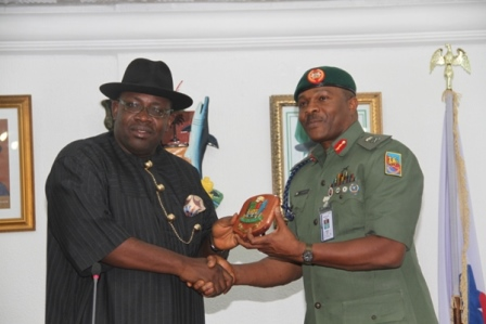 Bayelsa State Governor, Hon. Seriake Dickson (L), presenting a special souvenir to the GOC ? 82 Division of the Nigerian Army, Major General Shehu Yusuf, durng a courtesy call, at Government House, Yenagoa