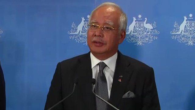 Malaysian Prime Minister Najib Razak pays tribute to search teams