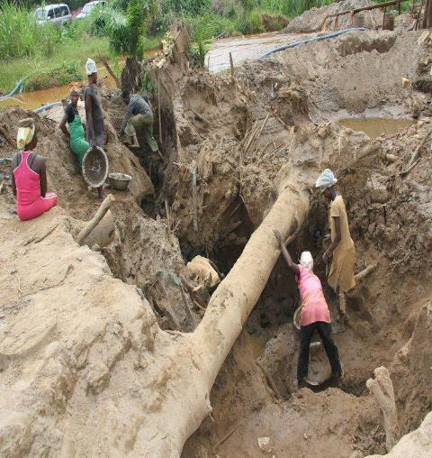 Illegal mining involving Ghanaians and Chinese is ongoing at Obuasi