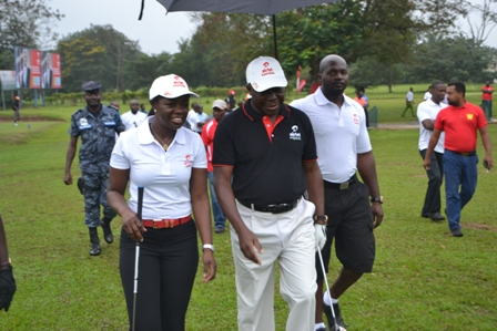 MD Airtel with Otumfuo on the golf course Kumasi Sept 2014