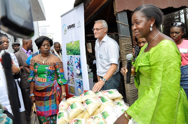 Right ?Left: Mrs Bola Adeyemo, Coordinator, Senator Adeyemo Women Empowerment Cooperatives (SAWEC); Dr Wolfgang Pfeiffer, Deputy Director (Operations), HarvestPlus; and Elizabeth Parkes, Cassava Breeder, International Institute of Tropical Agriculture during the Crop Meeting Exhibition program in Abuja.