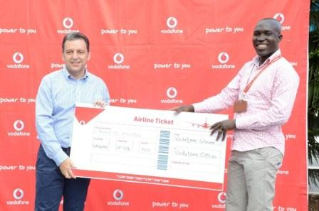 Harris Broumdis, Chief Executive Officer of Vodafone Ghana Presenting an award to Francis Adu.