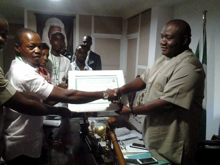 Rt. Hon. Uwajumogu receiving an award from the South East students