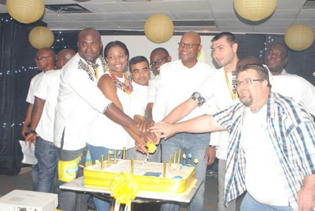CEO AND EXECUTIVES OF MTN CUTTING THE IIP ACCREDITATION CELEBRATION CAKE