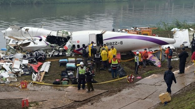 Overnight the main part of the fuselage was lifted out of the river and brought to shore