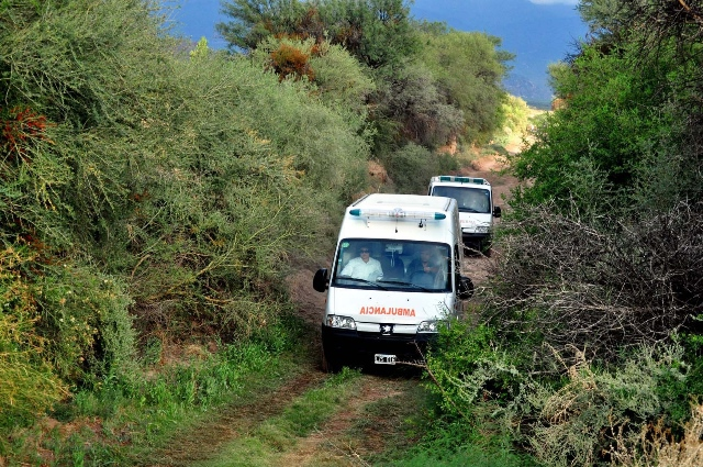 Ambulances carrying bodies of the victims leave the site of the collision of two helicopters, in the Villa Castelli locality, in La Rioja, Argentina, on March 10, 2015. At least 10 people were killed Monday afternoon when two helicopters collided and crashed in Argentina's northwest province of La Rioja, local media reported. (Xinhua/Luis Lobos/TELAM) (rtg)