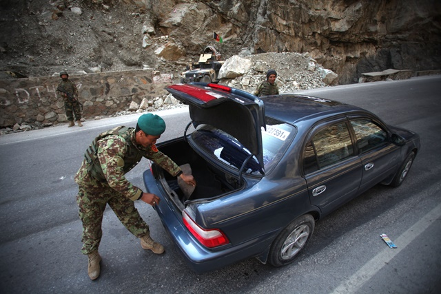 An Afghan National Army soldier searches a vehicle next to an army checkpoint in Kabul, Afghanistan, March 14, 2015. Some nine militants have been killed in Afghan army operations since early Thursday, said the country's Defense Ministry on Saturday morning. (Xinhua/Ahmad Massoud)(hy)