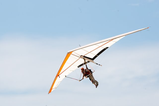 A gliding enthusiast flies with a delta wing in Rio de Janeiro, Brazil, March 14, 2015. Gathering at a dedicated platform located at the Pedra Bonita of Mountain Gavea in Rio de Janeiro, gliding enthusiasts, equipped with delta wings or paragliding gears, jump off the cliff of Mountain Gavea, fly up in the air, and land on the beach of Sao Conrado. (Xinhua/Xu Zijian)