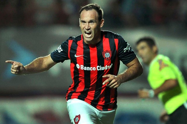 San Lorenzo's Mauro Matos celebrates his score during the match corresponding to the first division championship of the Argentine soccer against Huracan, in the Pedro Bidegain stadium in Buenos Aires, Argentina, on March 15, 2015. (Xinhua/Victor Carreira/TELAM) (da)