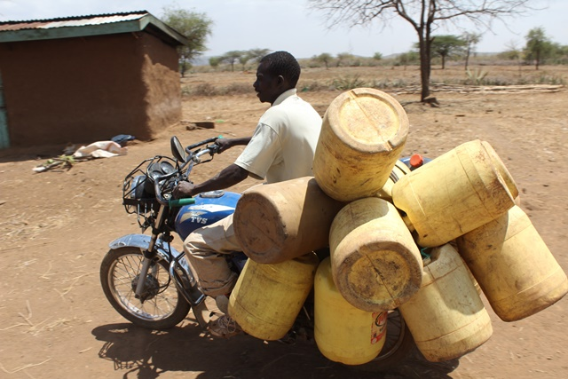 A local resident carries barrels of water on his motorbike in Baringo, northwest Kenya, March 12, 2015. Residents of Baringo county are experiencing extreme cases of hunger as a result of the long periods of drought in Kenya. According to Kenya's Devolution Cabinet Secretary Anne Waiguru, a total of 1.6 million people in arid and semi-arid parts of Kenya are in danger of dying as a result of hunger. (Xinhua/Simbi Kusimba)