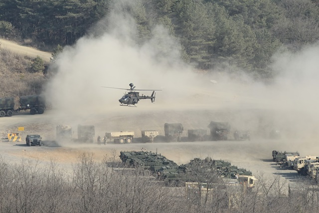 An armored helicopter prepare to land on the ground during the annual joint military exercise Foal Eagle between South Korea and the United States in Pocheon, northeast of Seoul, March 25, 2015. (Xinhua/Seongbin Kang)