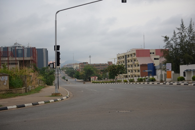 Photo taken on March 28, 2015 shows the quiet street of Abuja on the election day. Polling stations across Nigeria opened on Saturday amid tight security, as more than 56 million eligible voters went there to cast their ballots to elect a new president, Nigeria's Independent National Electoral Commission said. (Xinhua/Yang Yang)