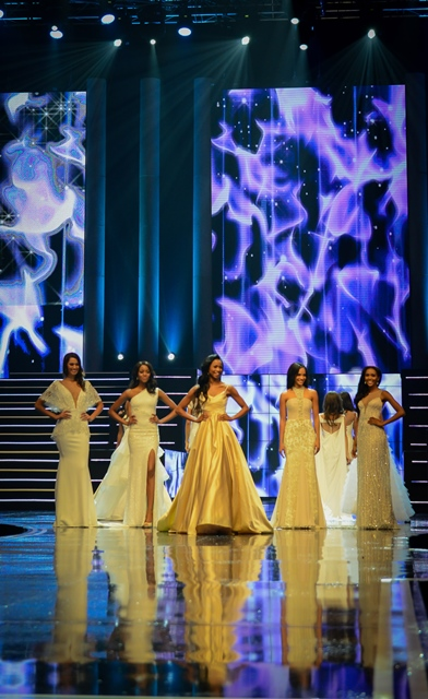Contestants catwalk during the Miss South Africa 2015 Pageant and Celebration in Sun City, South Africa, on March 29, 2015. The Miss South Africa 2015 Pageant and Celebration was held here Sunday. Liesl Laurie from Johannesburg, 23, was crowned Miss South Africa 2015, and the runners-up are Refilwe Mthimunye from Bronkhorstspruit (1st Princess) and Ntsiki Mkhize from Kliprivier, Midvaal (2nd Princess). (Xinhua/Zhai Jianlan)