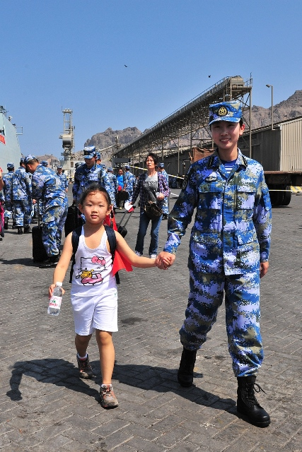 A crew member guides a girl to board a Chinese navy vessel in Aden Harbor, Yemen, March 29, 2015. China is withdrawing hundreds of citizens from Yemen with the help of Chinese warships, Foreign Ministry Spokeswoman Hua Chunying said Monday. Hua told a daily press briefing that China has already moved 122 citizens from Yemen to Djibouti. (Xinhua/Xiong Libing)