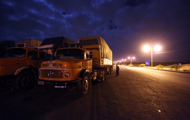 A Jordanian truck is seen at the crossing border with Syria at the northern post of Jaber bordering, Jordan, on April 1, 2015. Jordan closed its main crossing border with Syria for passengers and goods temporarily, the state-run Petra news agency reported on Wednesday. (Xinhua/Mohammad Abu Ghosh)