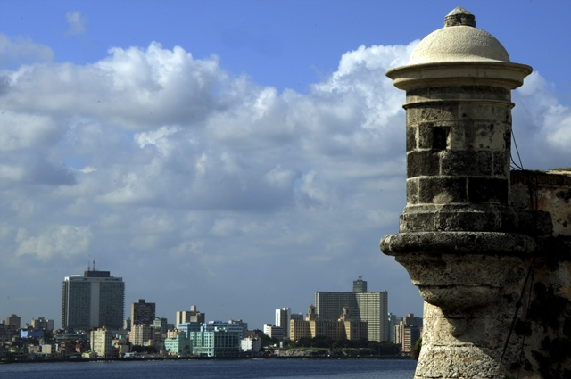 Photo taken on April 9, 2015 shows the coast landscape of Havana, Cuba. (Xinhua/Joaquin Hernandez) (vf) (lmz)