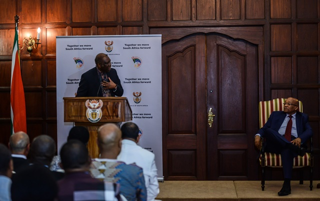 South African President Jacob Zuma (R) listens to the remarks by a representative of Malawi Frank Mlotchwa during a media briefing after his meeting with leaders of organizations representing foreigners in Pretoria, South Africa, on April 24, 2015. South African President Jacob Zuma on Friday met with leaders of organizations representing foreigners, assuring them of maximum protection. (Xinhua/Zhai Jianlan)