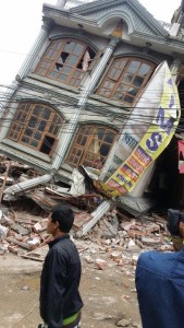 Photo taken on April 25, 2015 shows a collapsed building after an earthquake in Kathmandu, capital of Nepal. Death toll in Nepal climbed to 711, the country's Home Ministry said Saturday afternoon, hours after a major earthquake struck the country. (Xinhua)
