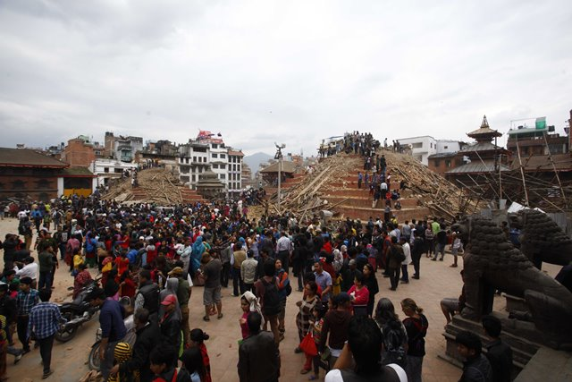 People gather around collapsed temples at Basantapur Durbar Square after an earthquake in Kathmandu, capital of Nepal, on April 25, 2015. Death toll in Nepal climbed to 711, the country's Home Ministry said Saturday afternoon, hours after a major earthquake struck the country. (Xinhua/Pratap Thapa)