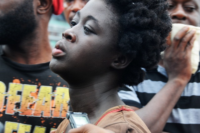 A victim's relative mourns at the site of explosion of a fuel station in Accra, Ghana, June 4, 2015. Over 96 people have been killed in an explosion at a fuel station in downtown of Ghana's capital Accra on Thursday, official of the fire service confirmed. (Xinhua/Lin Xiaowei) (djj)