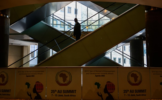 A man takes the escalator at Sandton Convention Center in Johannesburg, South Africa, on June 13, 2015. The 25th African Union (AU) heads of state summit will be held in Johannesburg on June 14-15. (Xinhua/Zhai Jianlan)(cl)