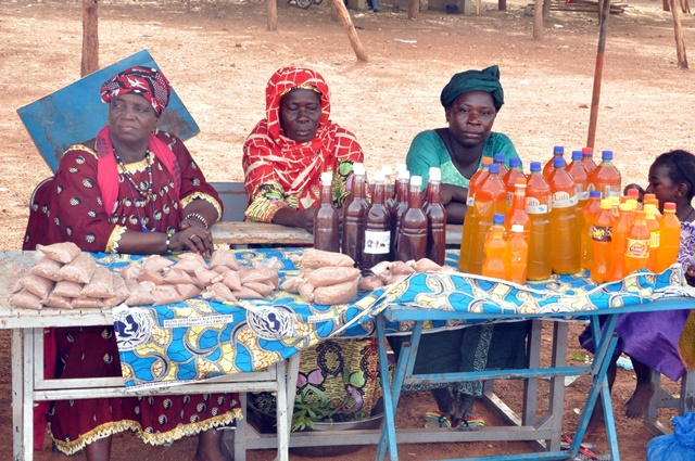 Local vendors sell local wine, ointment vinegar, soap and many other products in Burkina Faso on the occasion of a trade fair in Ouagadougou, capital of Burkina Faso, June 12, 2015. The trade fair organized by development association shows the nation's research fruits in packaging of products such as wine or manufactures liquid soap or balled and therapeutic products. (Xinhua)
