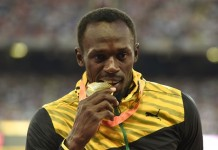 """Gold medalist Jamaica's Usain Bolt poses during the awarding ceremony of the men's 100m event at the 2015 IAAF Wolrd Championships at """"Bird Nest"""" National Stadium in Beijing, capital of China, Aug. 24, 2015. (Xinhua/Gong Lei)"""