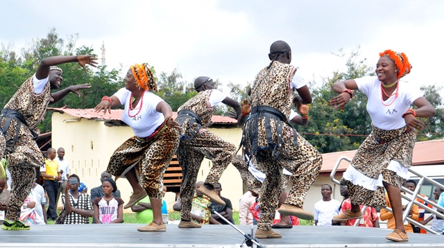Kaduna state cultural troupe performs during the 40th anniversary of Nigeria's National Council for Arts and Culture (NCAC) in Abuja, capital of Nigeria,Sept. 3, 2015. The celebration which was held here on Thursday was aimed at showcasing the economic value of Nigeria's cultural industries. (Xinhua/Dare Sholarin)