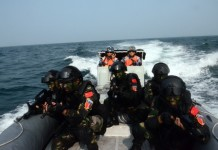 "Chinese special forces commandos take part in a joint escort exercise during Chinese and Malaysian first joint military drill, coded ""Peace and Friendship 2015"", in the Malacca Strait, Sept. 19, 2015. (Xinhua/Jiang Long) (zw)"