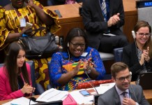A delegate of Ghana (C) applauds during a summit on gender equality and women's empowerment at the United Nations headquarters in New York, Sept. 27, 2015. U.N. Secretary-General Ban Ki-moon on Sunday called on world leaders to take actions as well as make commitment to secure gender equality throughout the world. (Xinhua/Li Muzi)