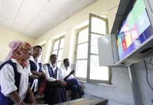 Students of Minilik high school test the new school net program in class after the launching ceremony in Addis Ababa, Ethiopia, Oct. 9, 2015. Ethiopia on Friday launched a school net system by china's leading telecom company Huawei in Ethiopia's capital. The system connects 64 high schools and one university collage to share resources and make educational exchange. (Xinhua/Michael Tewelde)