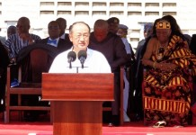 "The World Bank President Jim Yong Kim delivers a speech at the observation of ""End Poverty Day"" at James town of Accra, capital of Ghana, on October 16. The World Bank Group is optimistic that global poverty is on its way out, President Jim Yong Kim said here on Friday. (Xinhua/Seth Gafah)"
