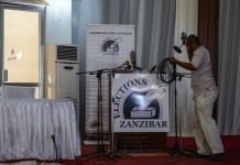 A cameraman prepares to leave the Media, Observer and Election Results Centre of Zanzibar Electoral Commission in Zanzibar, Tanzania, on Oct. 28, 2015. Tanzania's semi-autonomous archipelago Zanzibar on Wednesday has cancelled results of its just-held general elections, according to Zanzibar Electoral Commission. (Xinhua/Zhai Jianlan)