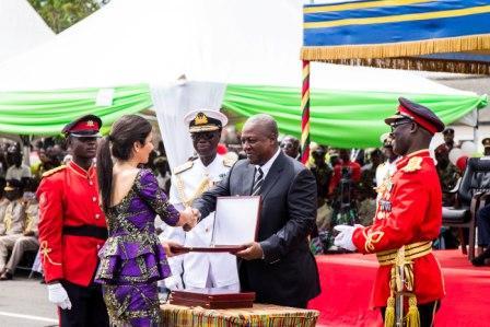 President Mahama presenting the award to Roshi Motman, CEO of Tigo Ghana