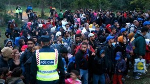 wpid-Tens-of-thousands-of-migrants-have-already-crossed-from-Croatia-into-Hungary-in-an-attempt-to-reach-western-Europe-300x169.jpg
