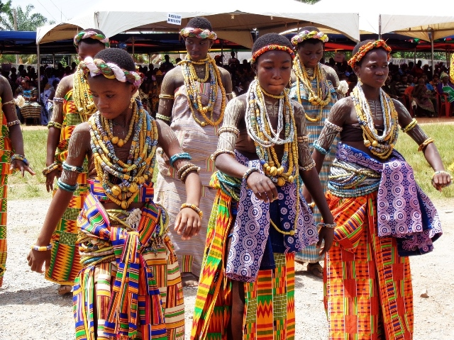 Women of the Manya Krobo community perform a dance during the Ngmayem festival, a celebration of the abundant harvest of ngma (millet) in Eastern Region , Ghana, Oct. 30, 2015. The festival kicked off here on October 26 to November 1, 2015. (Xinhua/Lin Xiaowei)