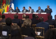(From L-R)Ethiopian Prime Minister Haile Mariam Dessalegn, Guinean President Alpha Conde, Benin President Thomas Boni Yayi, French President Francois Hollande, Gabon President Ali Bongo and Ghana President John Dramani Mahama hold a press conference following a lunch at the Elysee Palace to honor the African presidents involved in sustainable development regarding the COP21 in Paris, France, Nov.10, 2015. The 2015 United Nations Climate Change Conference (COP 21) will take place from Nov. 30 to Dec. 11 in Paris, with the objective is to achieve a legally binding and universal agreement on climate change. (Xinhua/Theo Duval)