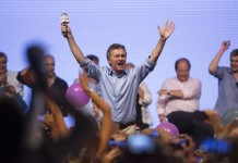 Presidential candidate Mauricio Macri celebrates in Buenos Aires city, Argentina, on Nov. 22, 2015. Argentina's ruling party candidate Daniel Scioli conceded defeat to Mauricio Macri of the opposition conservative Cambiemos (Let's Change) Party in Sunday's presidential election. (Xinhua/Martin Zabala) (da) (ah)