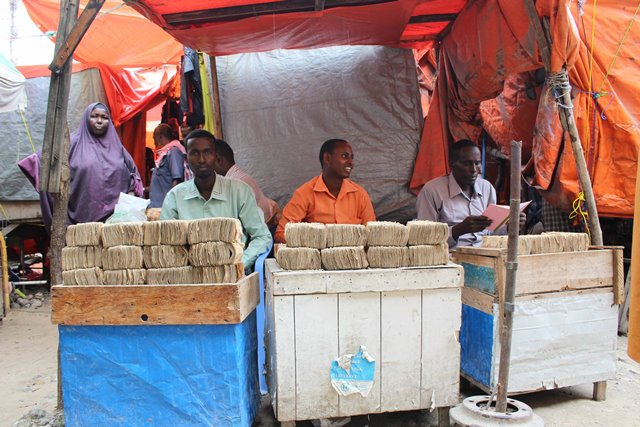 Business men display money at the exchange market in Suq Bacad market in Mogadishu, Somalia, Nov. 18, 2015. (Xinhua/Faisal Isse)