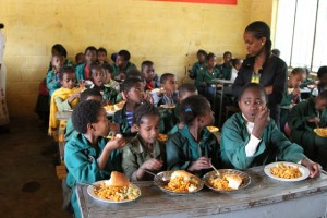 Students of Kuskuwam Primary School have a meal which is through a school feeding program, in Addis Ababa, capital of Ethiopia, Nov. 26, 2015. The school feeding program is part of a 170,000 U.S. dollars fund from International Development Department of the China Foundation for Poverty Alleviation, through Yenat Weg Charitable Association to support more than 1,100 needy students in five Ethiopian public primary schools.(Xinhua/Michael Tewelde)