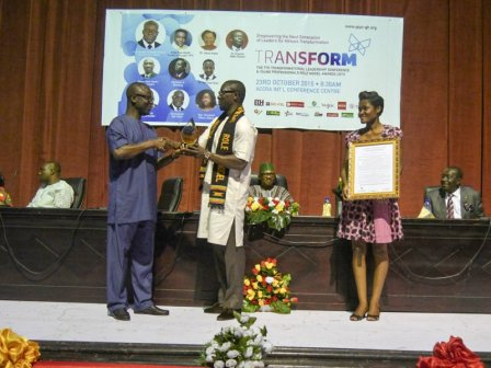 Nana Kwame Bediako receiving his award from the Minister of Youth and Sports