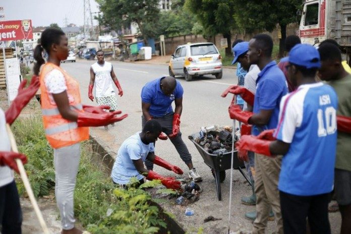 PUC students undertaking the clean-up exercise