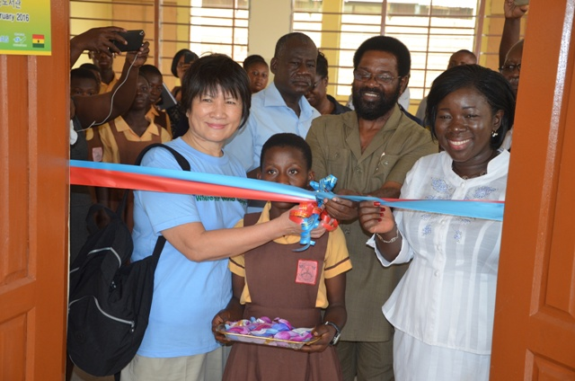 Madam Dho, Mrs Ofosu-Agyare and Dr. Vanderpuije cutting the tape to inaugurate the library.