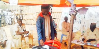 A CITIZEN OF NIGER REPUBLIC CASTING HIS VOTE AT THE SOKOTO POLLING CENTRE IN THE COUNTRY'S PRESIDENTIAL ELECTION ON SATURDAY. 21/2/2016/BRM/EO/NAN
