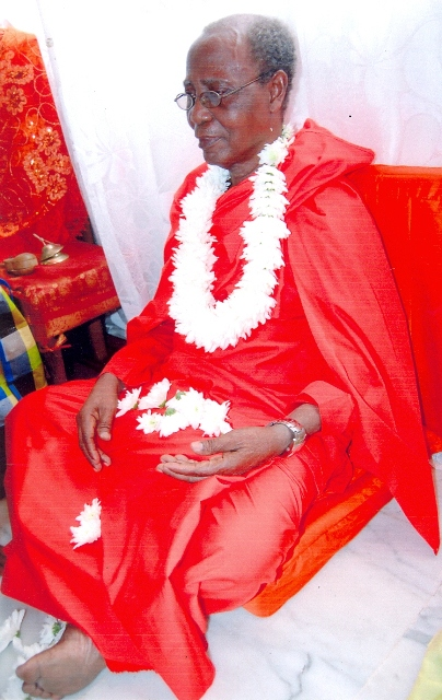 Swami Satyananda Saharaj (in red cloth), the newly installed Head of Hindu Monastery of Africa