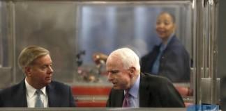 Senators Lindsey Graham (L) and John McCain (R) talk on the U.S. Senate's subway before voting on Capitol Hill in Washington on March 17, 2016. (Reuters/Photo)