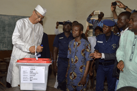 Lionel Zinsou (L), Benin's Prime Minister and also a presidential candidate casts his vote during the presidential election in Cotonou, Benin, March 6, 2016. Voters in Benin began to cast their ballots on Sunday to choose a new president. Some 4.7 million eligible voters of the West African nation will decide between 33 candidates in 13,664 polling stations nationwide, which were opened at local time 7:00 a.m. and set to close at 4:00 p.m. (Xinhua/Seraphin)